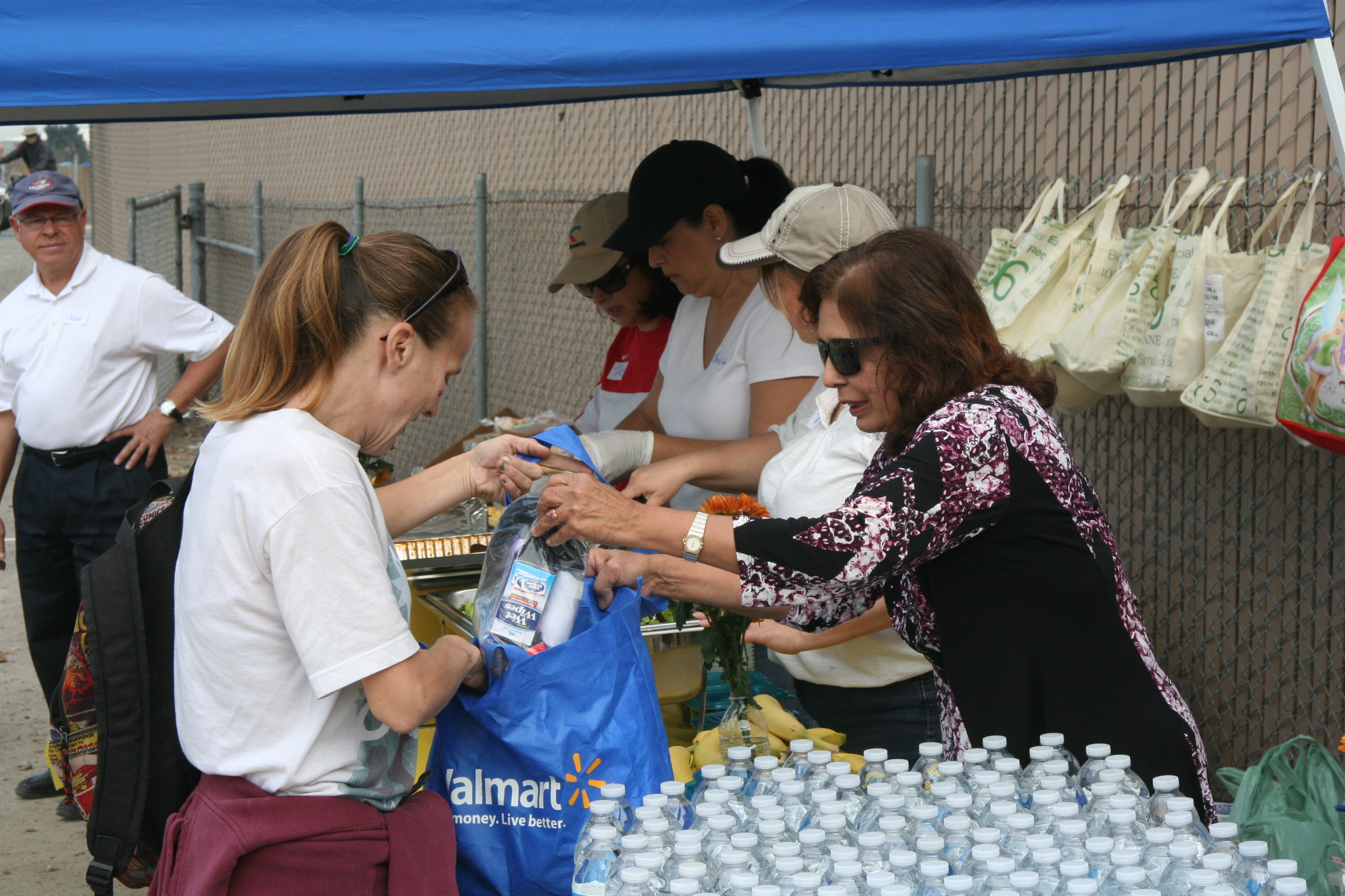 Feeding Homeless 049
